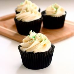 Irish Car Bomb Cupcakes. Dark chocolate Guinness cake filled with ...