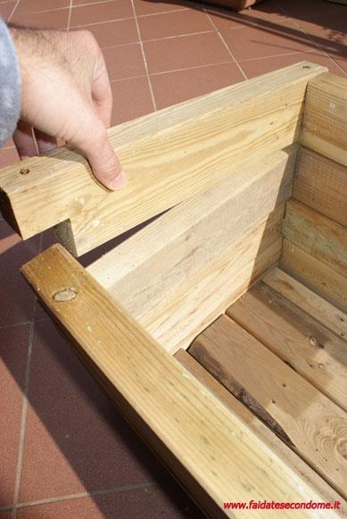 Come costruire una fioriera in legno bricolage idee e for Costruire fioriera legno