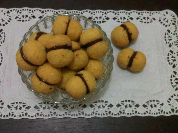 Baci di Dama | Cacaotica: Chocolate Truffles and Cakes | Pinterest
