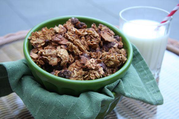 Chocolate Almond Granola | {Food} Breakfast Cereal/Granola | Pinterest