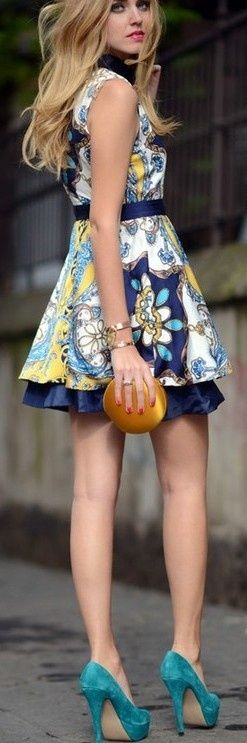 Pretty print dress - love the look head to toe.