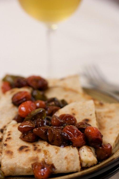 Quesadillas de camarones en reduccion de balsamico y tomates. YUM!