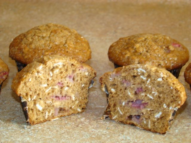 Strawberry oatmeal muffins | Yummy In my Tummy! | Pinterest