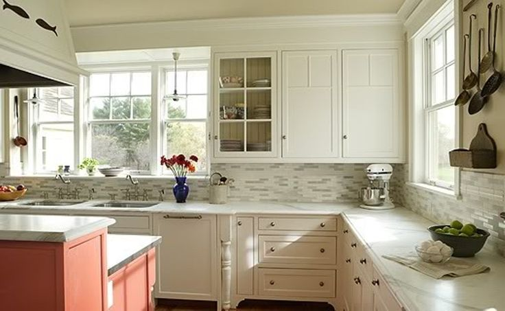 Newest Kitchen Backsplashes with White Cabinets