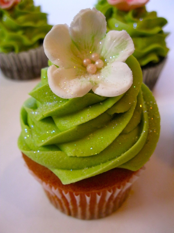 Green glitter cupcakes