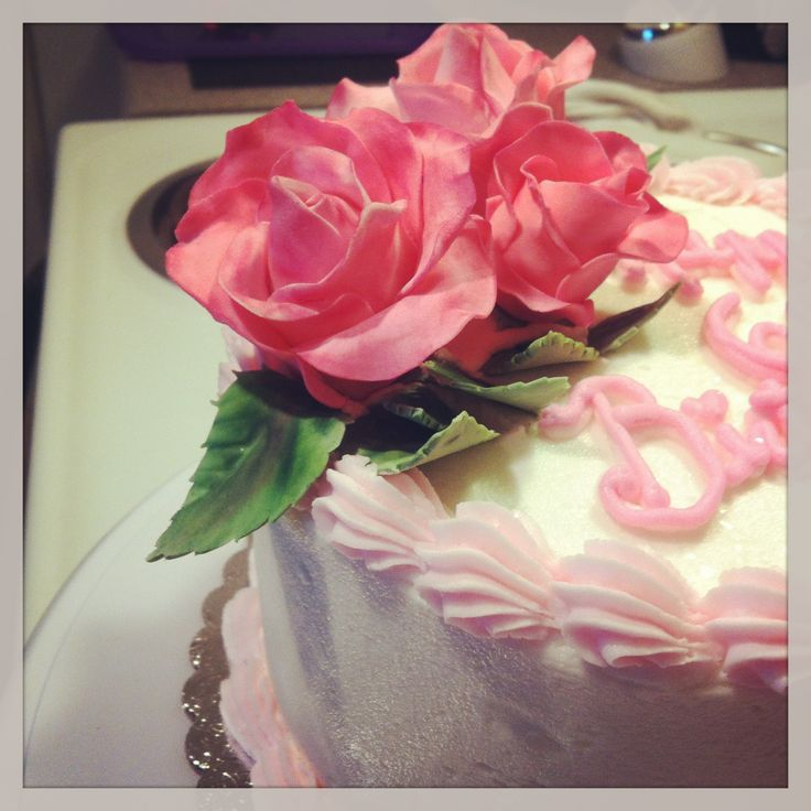 Cake With Roses Pinterest : Gumpaste Roses on a Birthday Cake Cake Decorating ...
