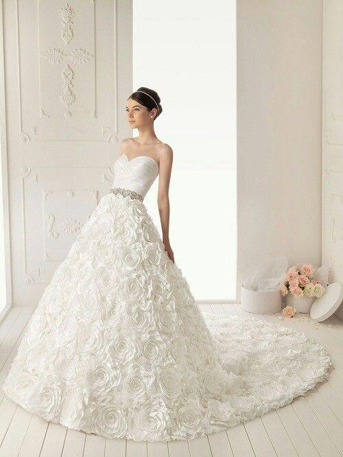 Heart shape flowery wedding dress wedding dresses for Heart shaped wedding dress