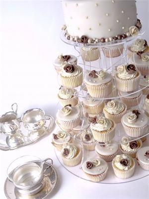 Zusätzlich zur Hochzeitstorte Cupcakes?  Raffis Pin  Pinterest