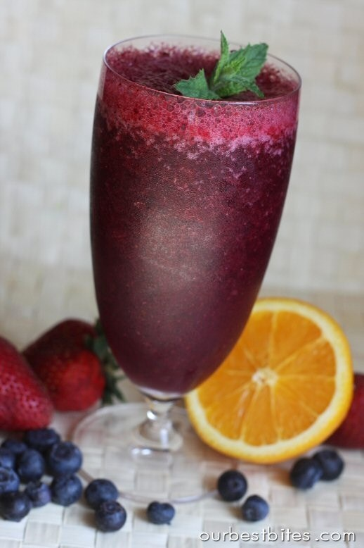 Blueberry-Pomegranate Smoothie | The 'de' to my 'lish'... ous...