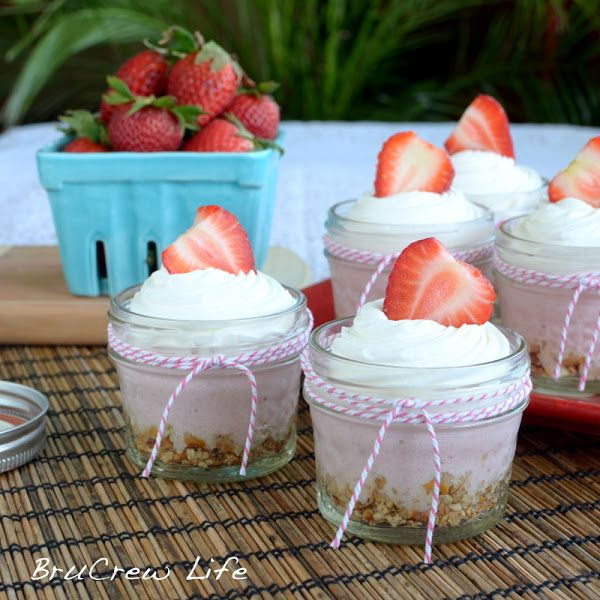 No Bake Strawberry Cheesecake - easy no bake cheesecake that only ...