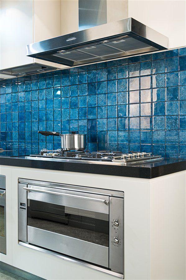 Blue glass tile backsplash maniscalco home decor for Blue tile backsplash kitchen