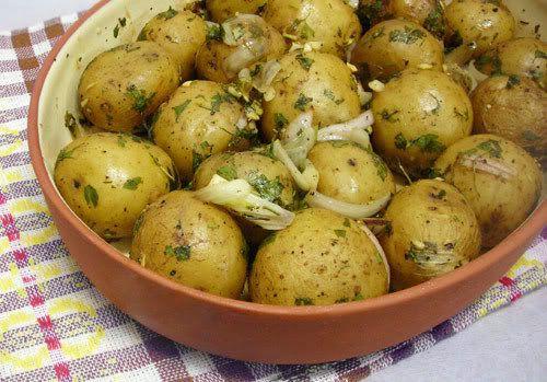 Easy Roasted baby potatoes with garlic | Vegan & Vegetarian | Pintere ...