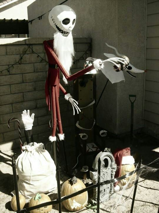nightmare before christmas decoration in the outdoors source source - Nightmare Before Christmas Lawn Decorations