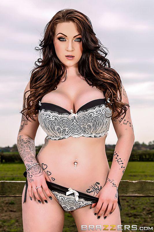 Tattooed solo model Harmony Reigns masturbating on sofa with vibrator № 369707 бесплатно