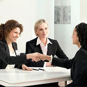 bahasa inggris untuk sebuah lowongan kerja di hotel Contoh p