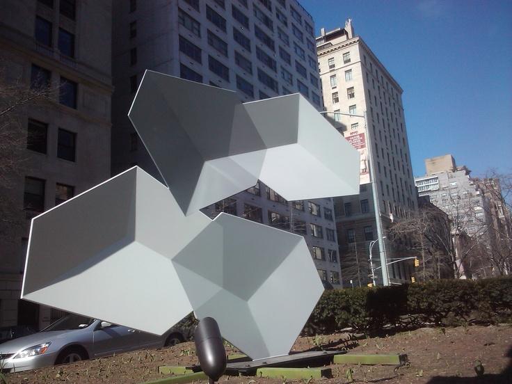 """Malabarismo lineal"", Rafael Barrios, NYC escultor Venezolano"