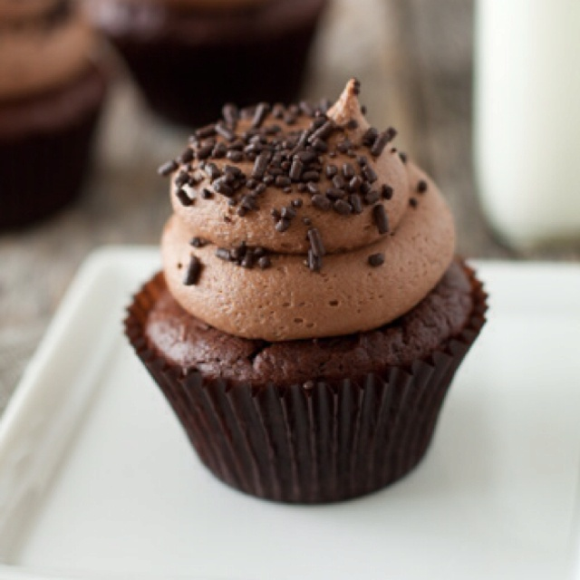 Cream cheese chocolate frosting- Good Frosting- I recommend using ...