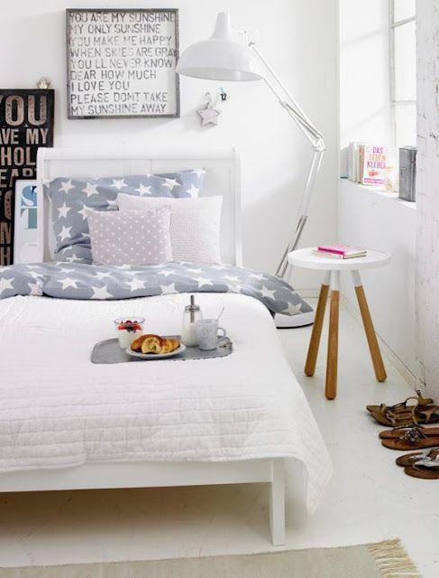 Wnętrze dnia: sypialnia z gwiazdkami