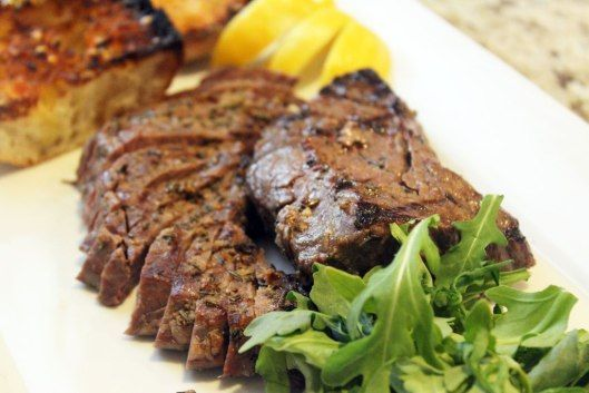Serve steak sliced with arugula | Food I want to cook | Pinterest