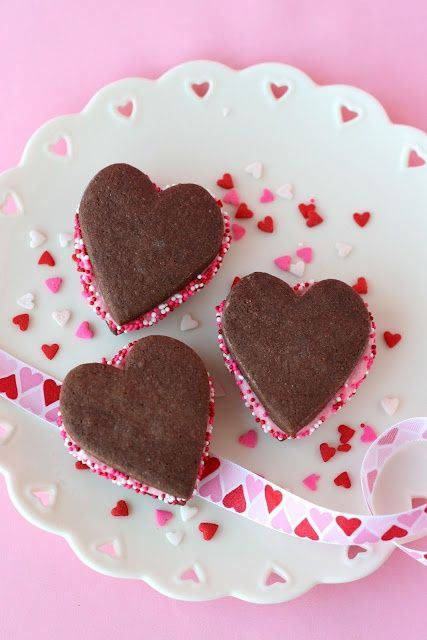 valitines day food / crafts | Chocolate Valentine's Sandwich Cookies ...