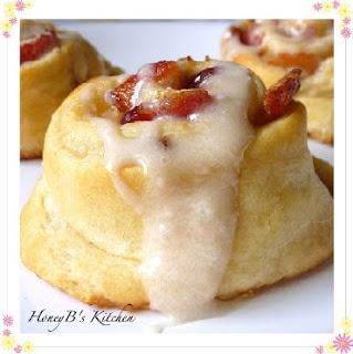 Bacon Maple Breakfast Rolls. Sticky buns+ maple+ BACON= mm mm good!