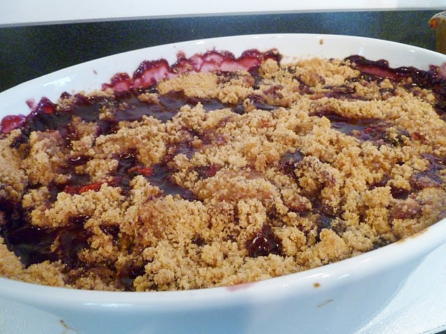 peach and raspberry crisp | baked goods | Pinterest