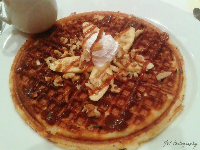 Caramel Banana Walnut Waffle | Dessert : Waffles | Pinterest