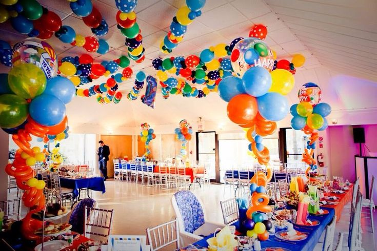 Cartoon-Themed Birthday Party Decor - How fun are these balloons?!