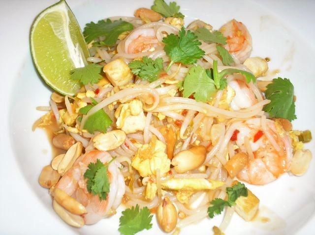 The Briny Lemon: Spicy Shrimp Pad Thai | The Briny Lemon | Pinterest