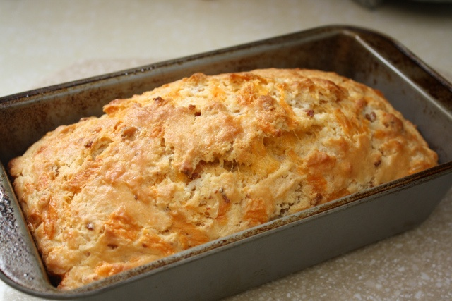 Bacon cheddar beer bread | Food & Drinks | Pinterest