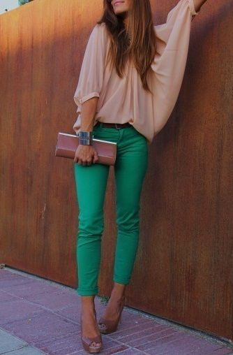 This is the look I am seeing everywhere for spring: colored skinnies, flowy top and large clutch!