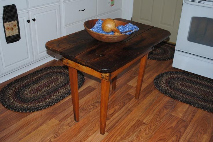 Small table in kitchen | Primitive Decor | Pinterest