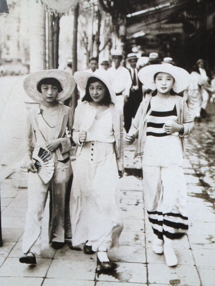 MOBO MOGA – meaning Modern Boy Modern Girl, refers to modern Japanese individuals in the 1930′s. Avant Garde, individualism were much celebrated in art, fashion and lifestyle. Much of this part of history was ignored both in Japan and the world because of the actual horrors of the war immediately followed.