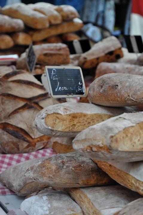 Du pain frais cherché directement du marché; il n'y a rien de mieux! - Aix en Provence