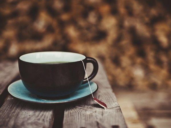 """27 - ANTOJOS 10 - No tiene nada de malo beber té, pero si tienes un antojo insaciable de tazas y tazas de esta infusión, puede que tu cuerpo te esté pidiendo otra cosa. """"Si tienes un antojo de tomar té, puede que en realidad tu cuerpo necesite la leche"""", cuenta Anita Ellis. """"Y eso se debe a que quieres aminoácidos, sobre todo triptófano""""."""