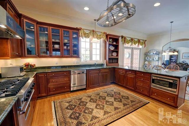 GREAT kitchen in this wilmingtonnc home! 4225 Thursley Rd, Wilmington