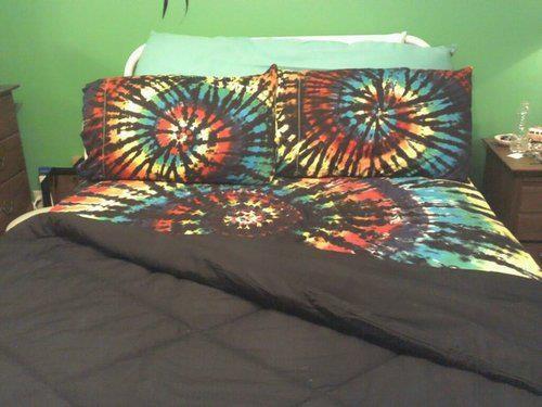 i want a tie dye bed set so bad bedroom pinterest. Black Bedroom Furniture Sets. Home Design Ideas