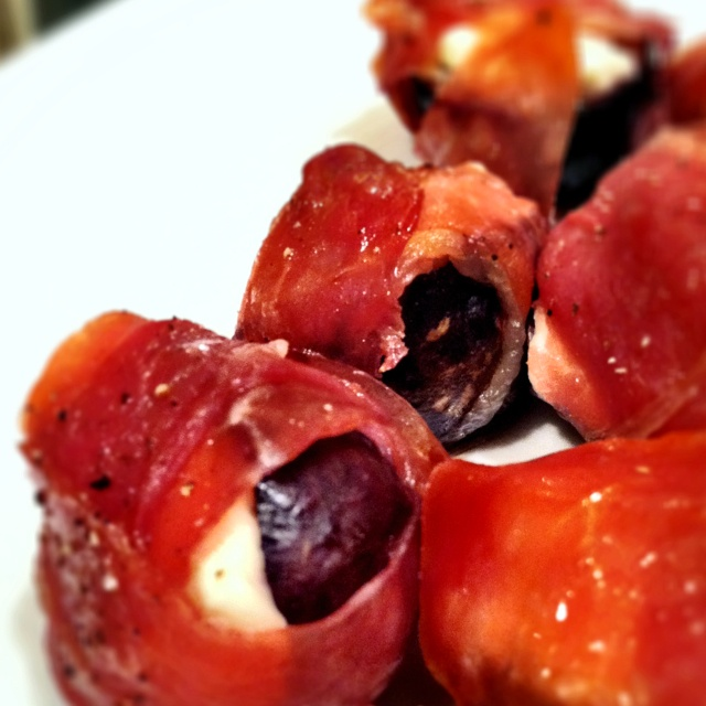 Prosciutto-wrapped Grilled Figs stuffed with Goat Cheese = Happy Taste ...