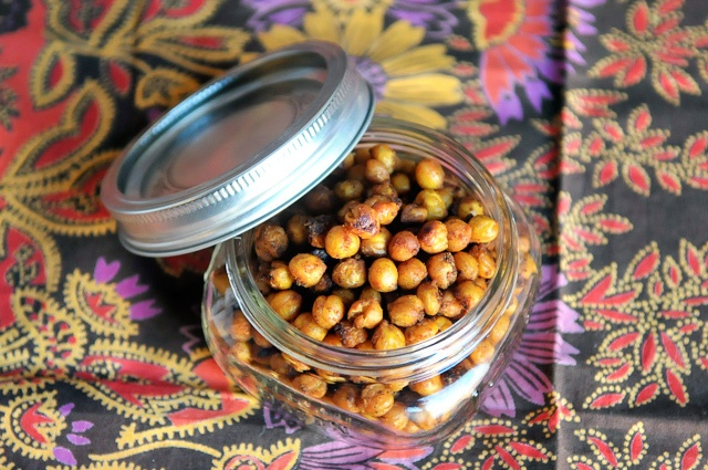 fajita spiced roasted chickpeas!!!! I need to try this version!