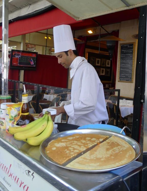 We love Nutella, banana & strawberry crepes... What's your favorite?