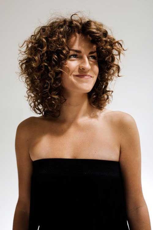Причёски на средние волосы для вьющихся волос