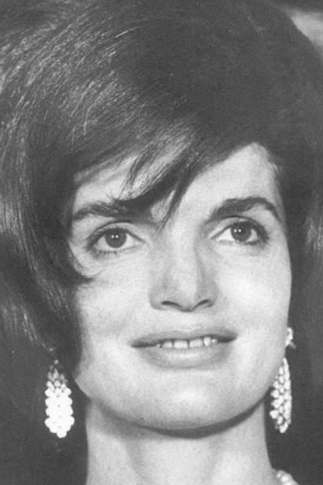 """jackie kennedy onassis First lady jacqueline lee """"jackie"""" (bouvier) kennedy onassis was a symbol of strength for a traumatized nation after the assassination of one the country's most energetic political figures, president john f kennedy, who served from 1961 to 1963."""