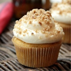 Pumpkin Ale Cupcakes with Streusel Cream Cheese Frosting | Recipe