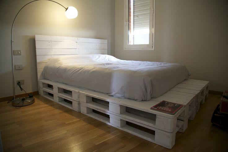 Tatami y cabezal de cama hecho con palet reciclado - Muebles hechos de palets ...