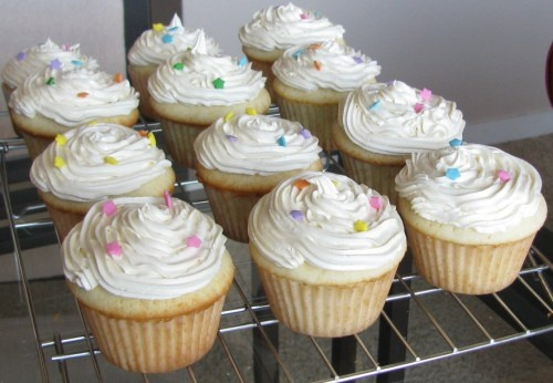 Dorie Greenspan's perfect party (cup)cakes and light buttercream icing ...