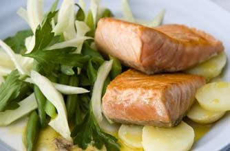 Salmon with fennel & green beans salad and anchovy dressing | Woman's...