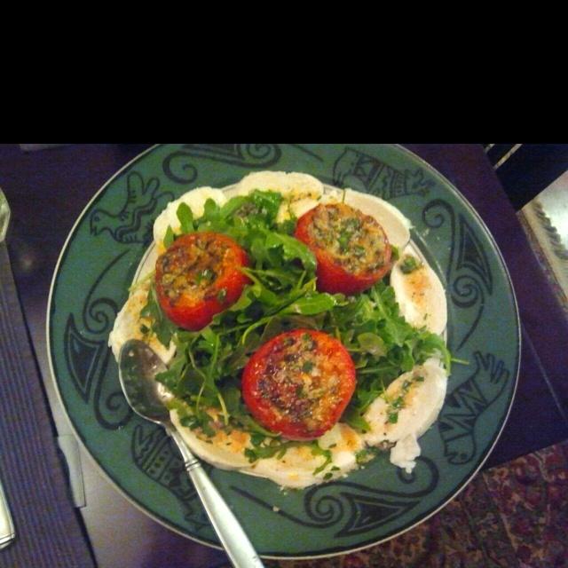 Roasted tomatoes, fresh mozzarella and arugula salad