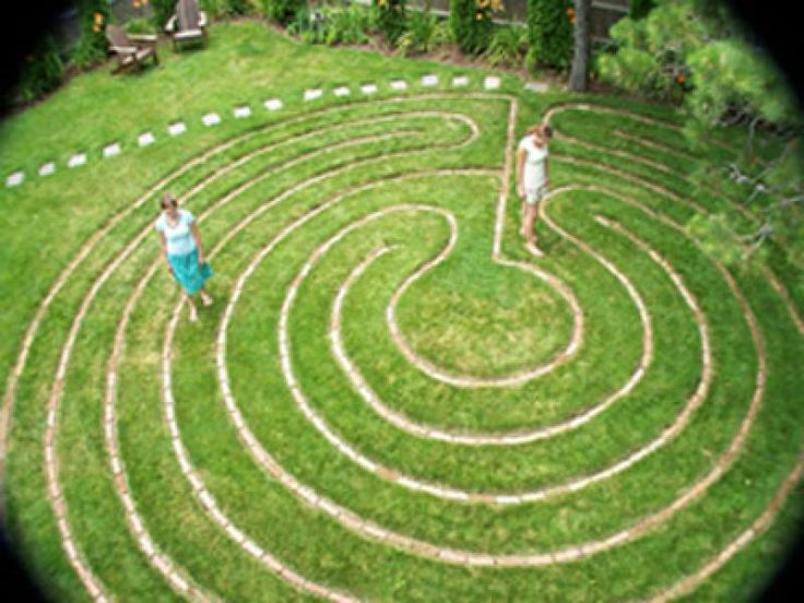 Labyrinth garden google search garden craft ideas for Garden labyrinth designs