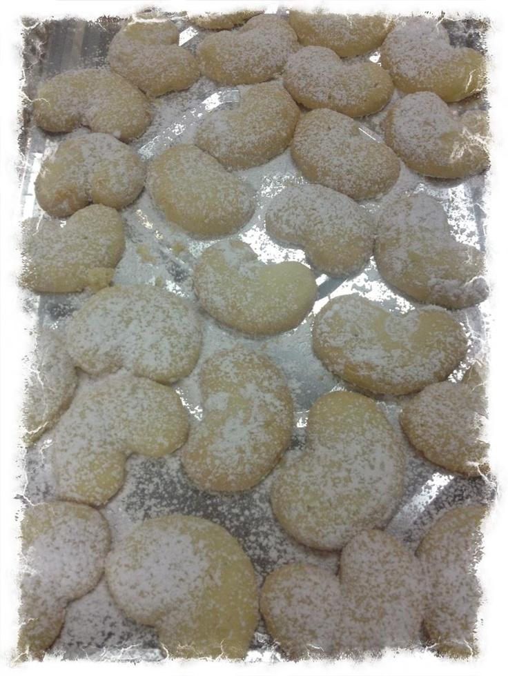 Almond Crescent Cookies. | bickies | Pinterest