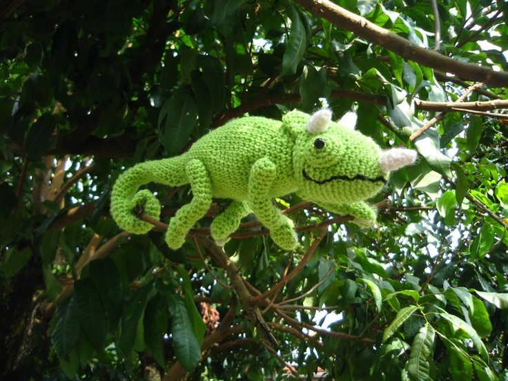 Crochet chameleon! Seriously stinking cute